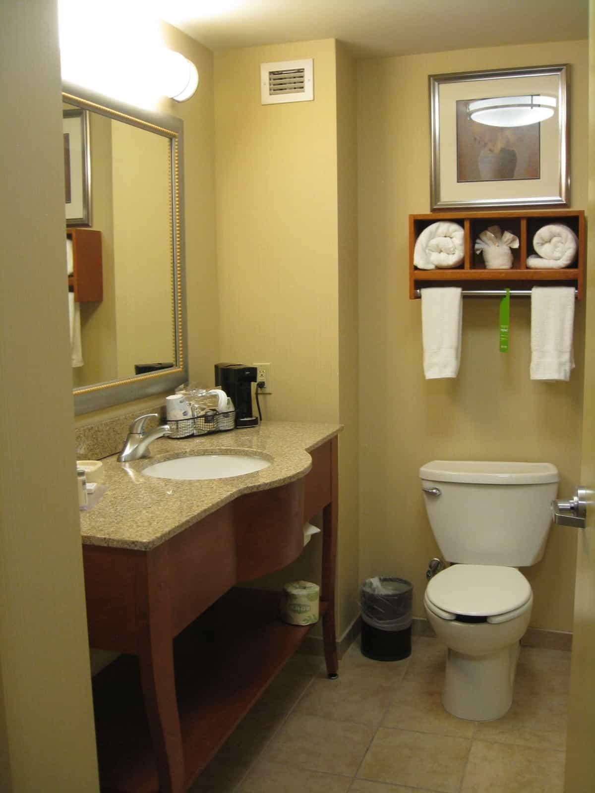 Room Planner Program Hampton Inn La Guardia Airport Room Bathroom Traveling