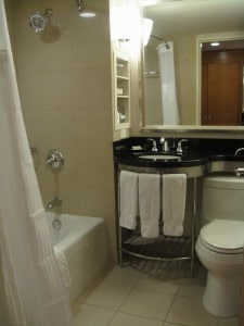 Hilton New York Double Bed bathroom