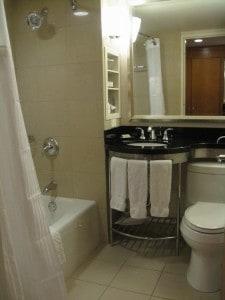 Hilton New York Double Bed bathroom