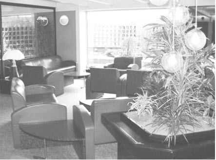 Icare Lounge Paris Traveling Well For Less