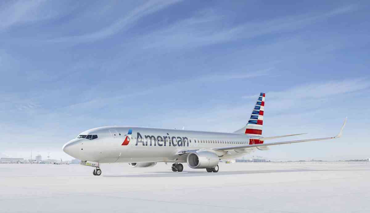 american airlines 737 plane