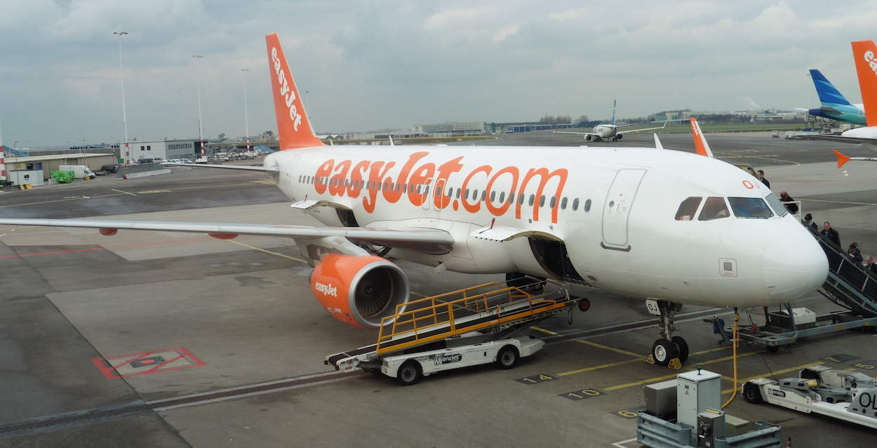 how to avoid baggage fees on easyJet, travel hack, Traveling Well For Less
