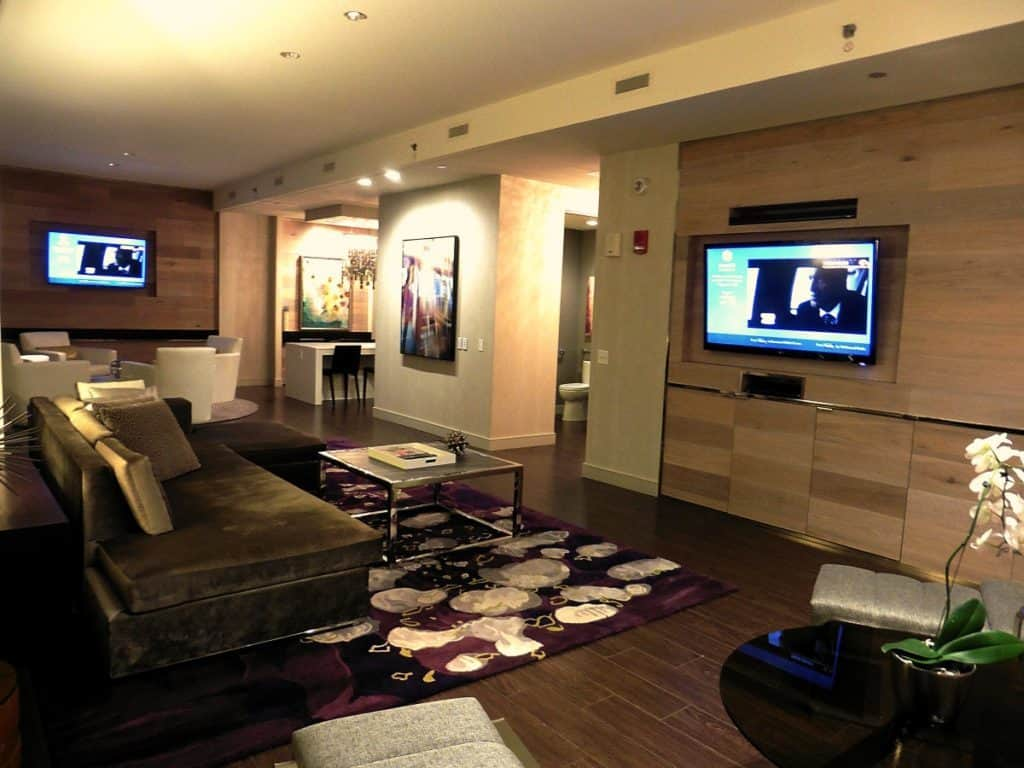 Relax in comfort and style in the Park Suite at the Hyatt Regency McCormick Place. TraveilngWellForLess.com