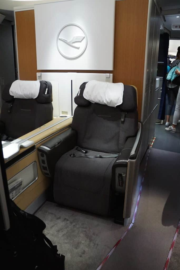 Read why the Lufthansa First Class Seat 3D on the 747-8 plane is one the worst seats in First Class. But it only costs $40 so I can't really complain. | travel hacking | TravelingWellForLess.com