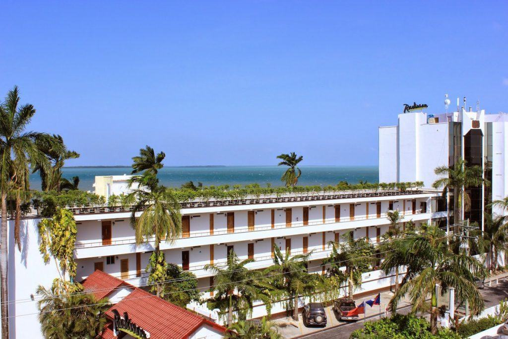 water views and luxury rooms at the Radisson Fort George. https://www.travelingwellforless.com