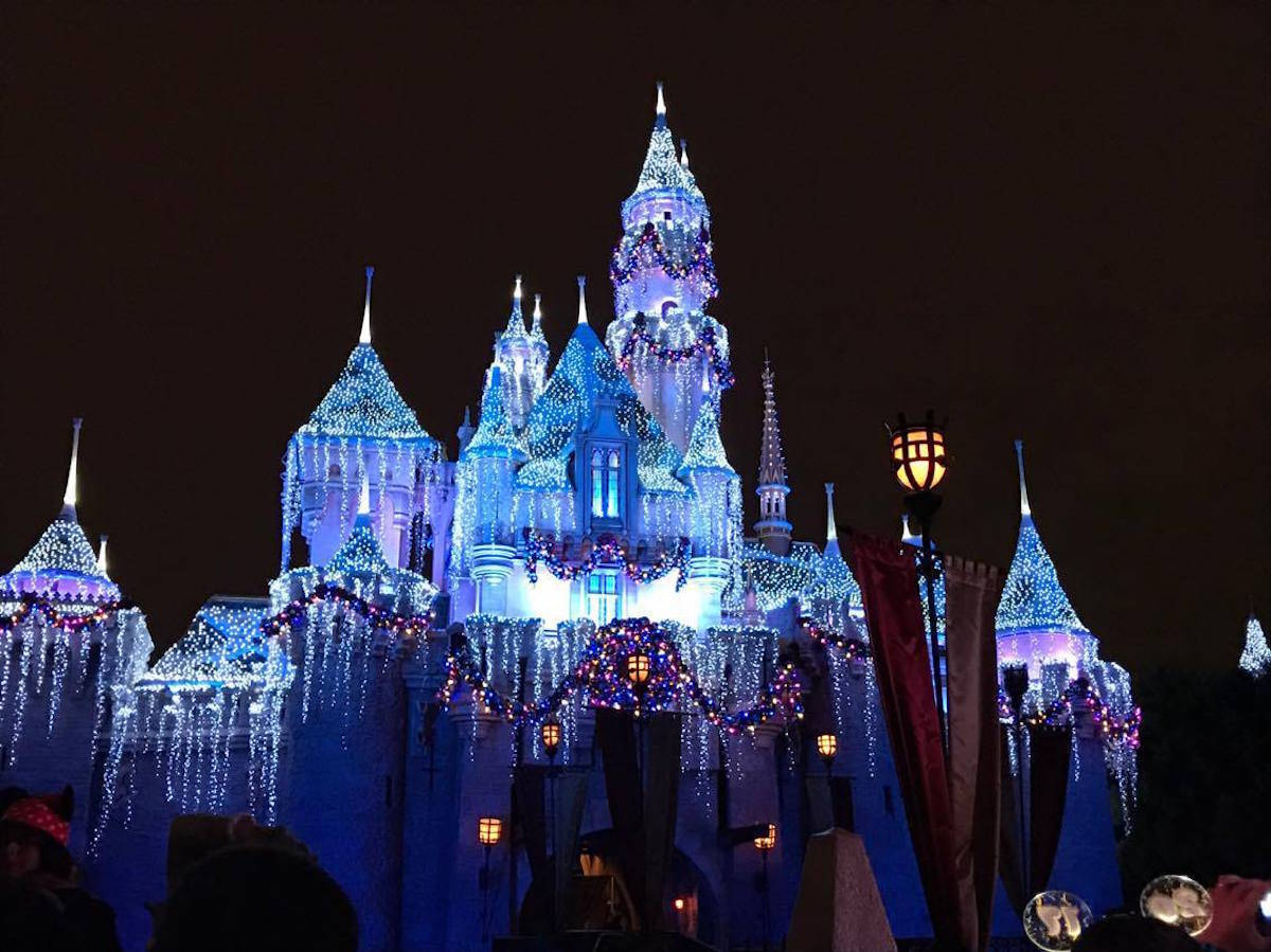 10 Easy Ways to Save Money at Disneyland + Win a Free Hotel Night