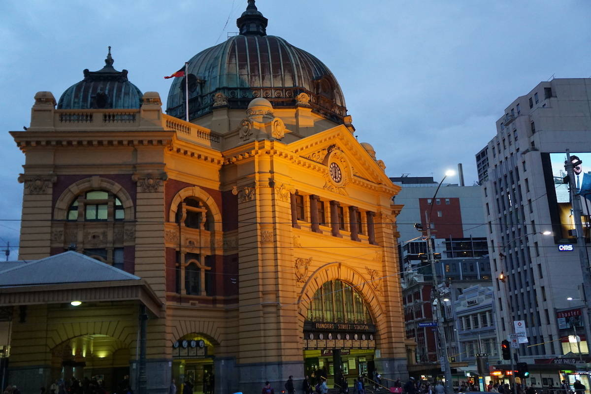 I love the Sony a6000 because it's small enough to fit in my purse and takes amazing photos. Find out why this is the only camera you'll need. | Sony a6000 | mirrorless camera | best mirrorless camera | compact camera | travel camera | best mirrorless travel camera | Flinders Station | Melbourne | Australia | travelingwellforless.com