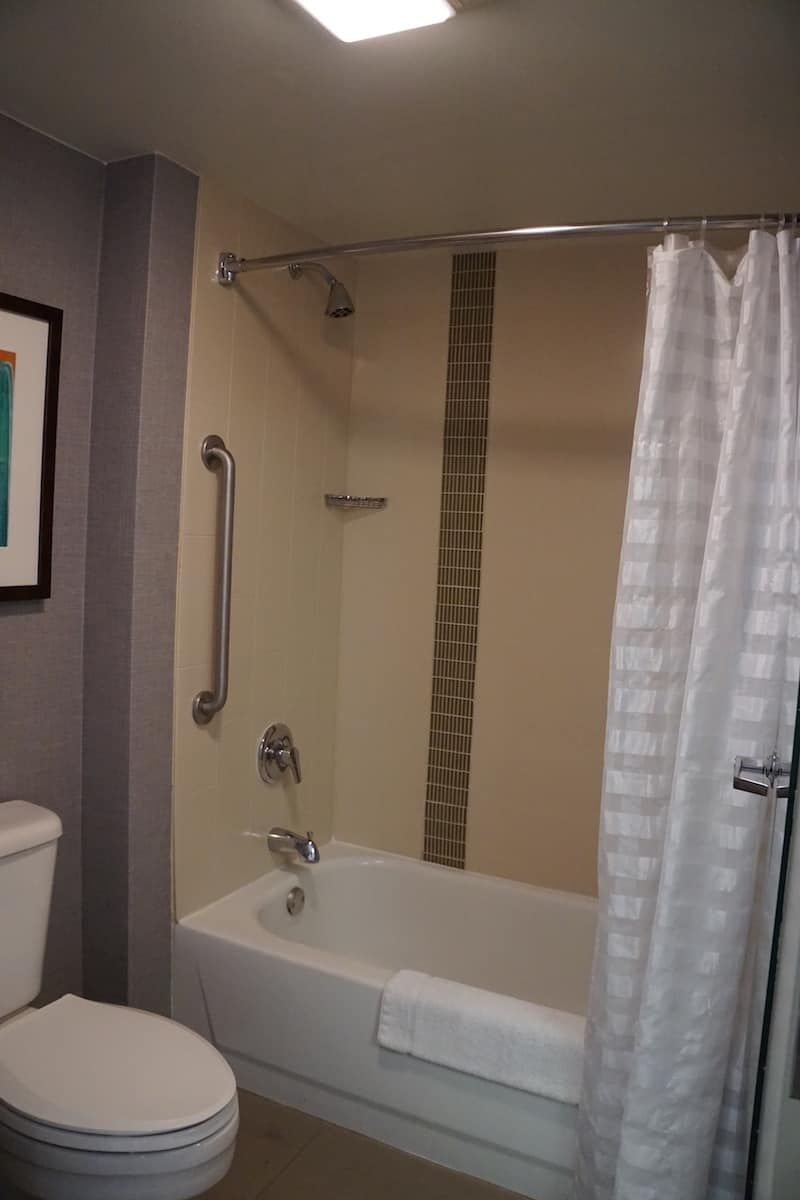 Only the double bed rooms at the Hyatt Place Las Vegas have a tub. Traveling Well For Less | Hyatt Place Las Vegas review | The Hyatt Place Las Vegas is the best hotel because you get free breakfast, Wi-Fi, parking, airport shuttle, and more