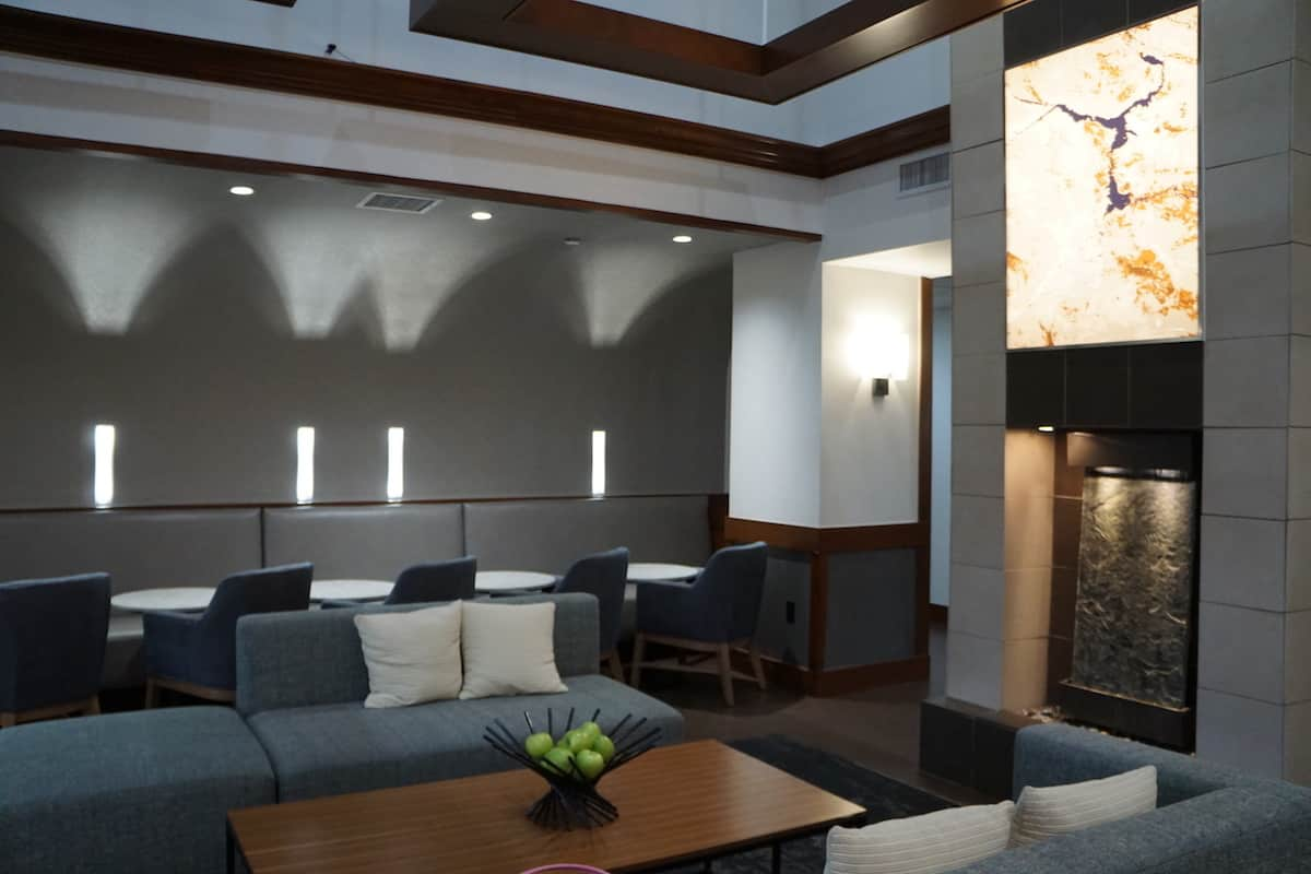 Hyatt Place Las Vegas Review | Hyatt Place Las Vegas lobby remodeled | The Hyatt Place Las Vegas is the best hotel because you get free breakfast, Wi-Fi, parking, airport shuttle, and more