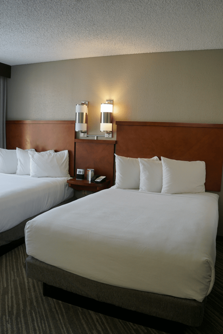 If you like free, the Hyatt Place Las Vegas is the best hotel. Travelingwellforless.com | Las Vegas hotels with airport shuttles | Las Vegas hotels