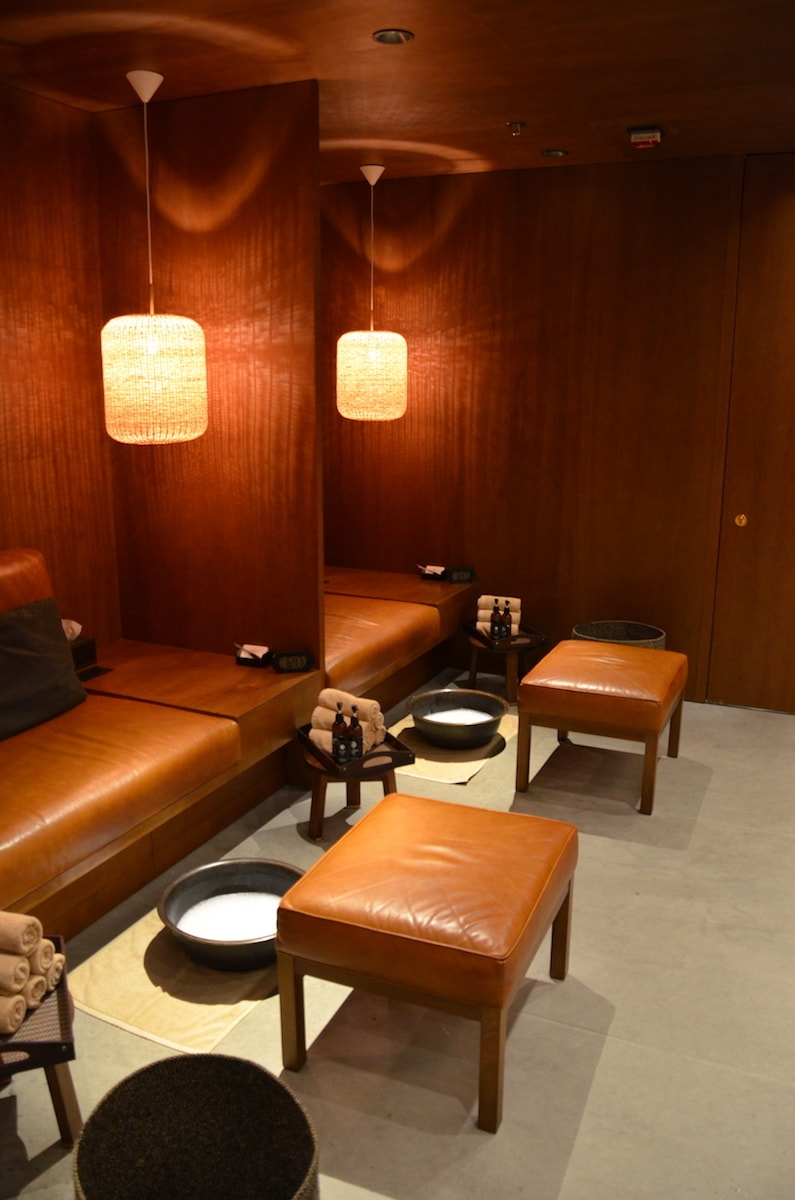 You can get guested into the Pier, Cathay Pacific's First Class Lounge. You can enjoy a free foot or shoulder massage. | airport lounge | how to get airport lounge access | travel hacks | TravelingWellForLess.com