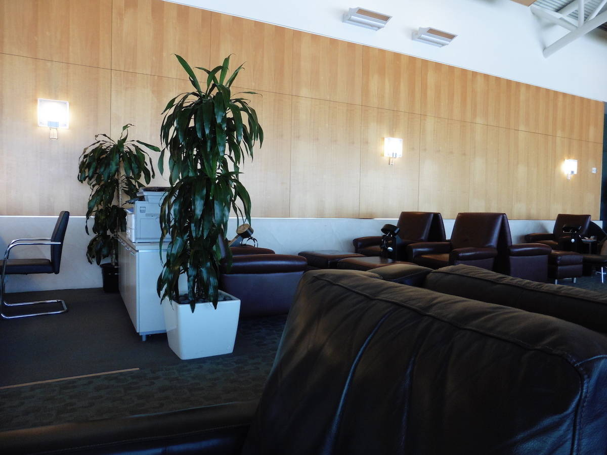 If you have elite status you can get airport lounge access. American Airlines Executive Platinum members get Flagship Lounge access when flying internationally, even on coach tickets. | airport lounge access | tips and tricks to get airline lounge access | travel hacks | TravelingWellForLess.com