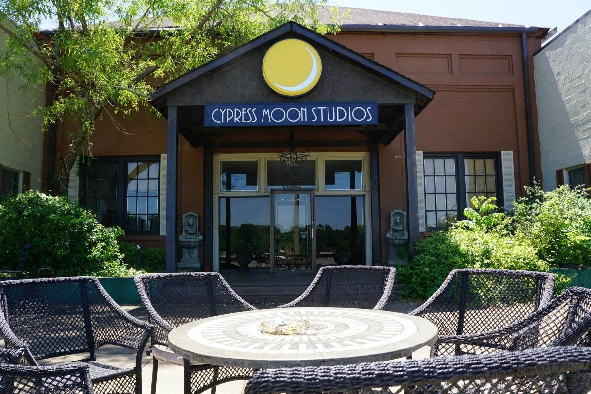 From 1979 to 2005, the Muscle Shoals Sound Studios relocated to 1000 Alabama Avenue, the current location of Cypress Moon Studios. | 25 reasons to visit Florence, Alabama. | TravelingWellForless.com