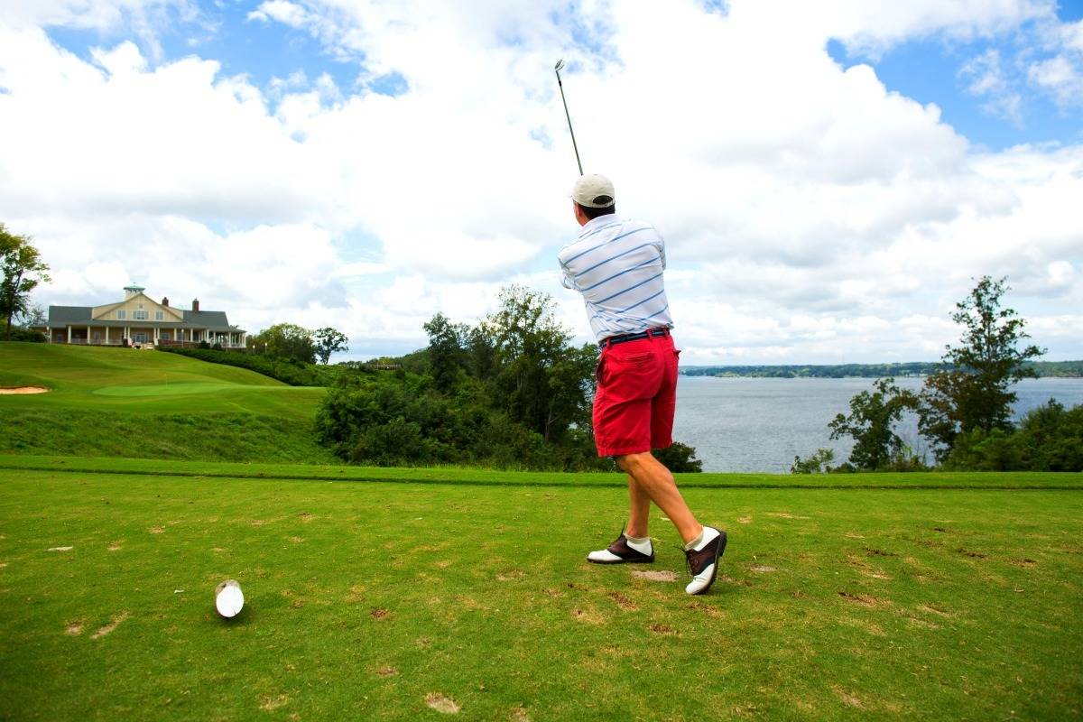 The 18th green on the Fighting Joe course overlooks the Tennessee River. | Photo courtesy: VisitFlorenceAl.com | 25 reasons to visit Florence, Alabama. | TravelingWellForLess.com