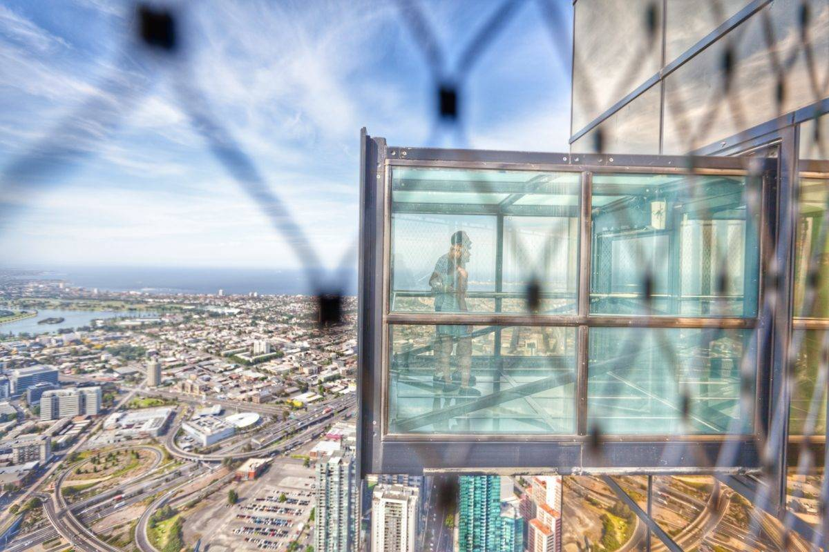 Are the best views in Melbourne worth being trapped in a glass box 984 feet above the ground? Review of Eureka Skydeck and the Edge