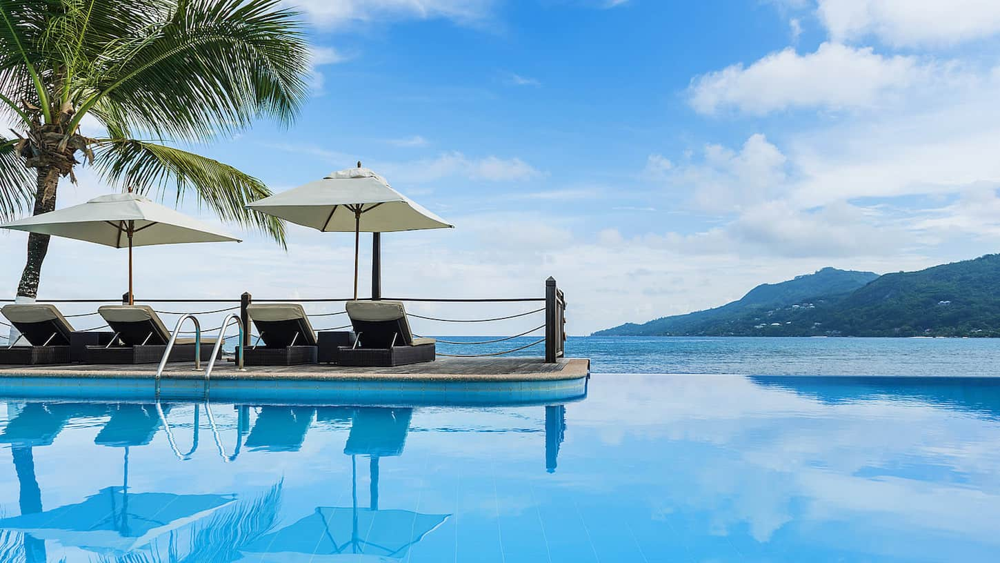 With 35,000 Starpoints you can stay 2 nights at a Category 5 hotels like Le Meridien Fisherman's Cove | travel tips | travel hacks | TravelingWellForLess.com