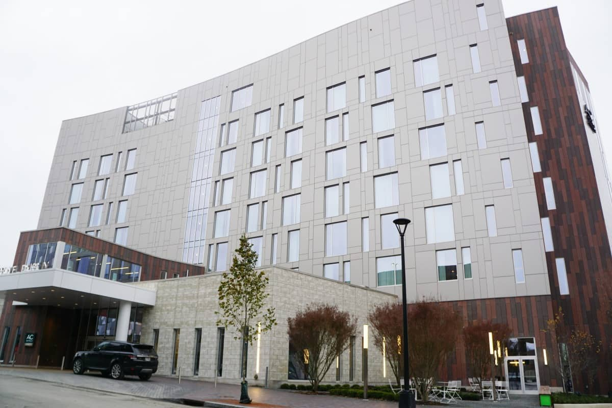 From the contemporary modern European design to the palate-pleasing tapas at VASO, the AC Hotel Columbus Dublin offers everything a traveler needs. | Where to stay in Dublin, Ohio | Where to stay in Columbus, Ohio | TravelingWellForLess.com