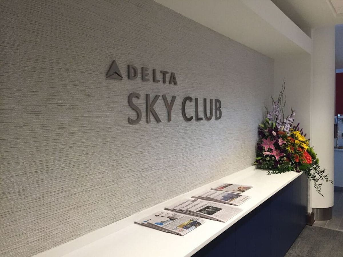 Enjoy free food, drinks, Wi-Fi, and a shower in the Delta Sky Club during your layover in Miami | what to do on a layover in Miami | TravelingWellForLess.com