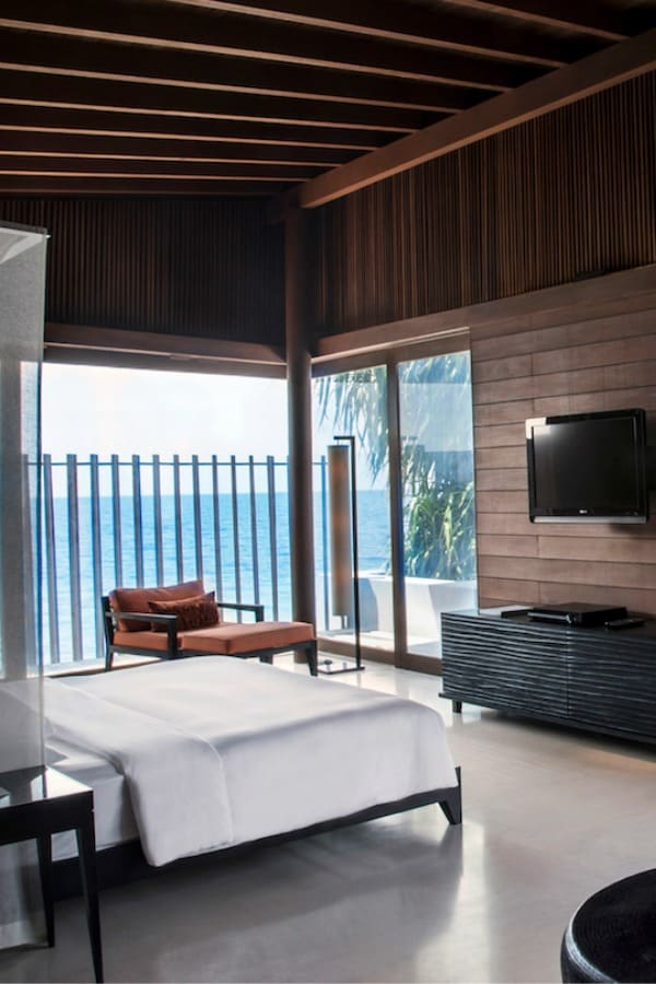 Get free perks like suite upgrades, breakfast, and more with the Hyatt Guest of Honor perk. Click through to find out how this free program works https://www.travelingwellforless.com #travel #travelhacks #luxurytravel