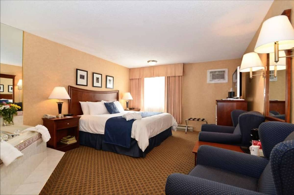 The recently renovated smoke-free Best Western Plus Country Meadows Inn offers comfortable rooms with microwaves, compact fridges, and free hot breakfast. #lynden #washington #travel #hotel https://www.travelingwellforless.com