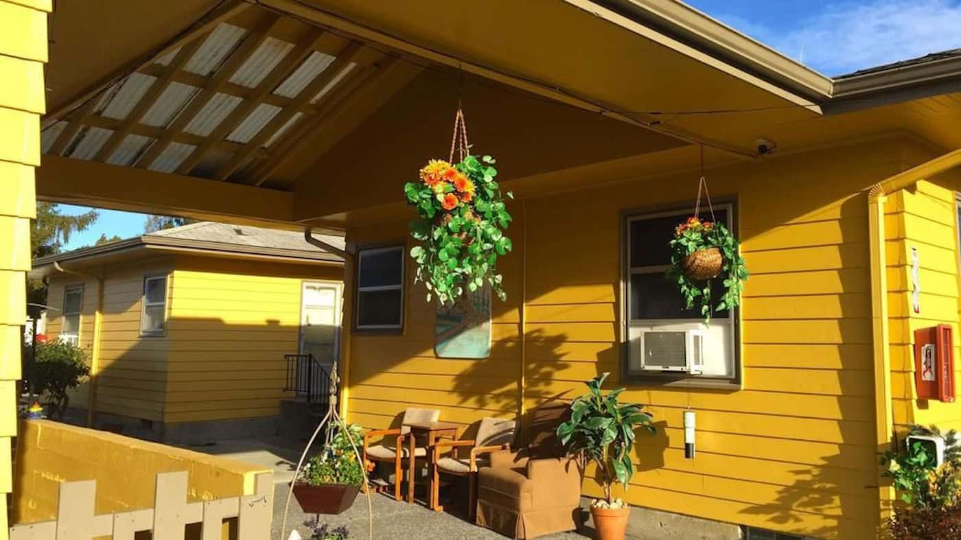 Located off the 539 Highway, the motel-style Windmill Inn offers budget style lodging in Lynden. A 5-minute drive takes you to the center of town.#lynden #washington #travel #hotel https://www.travelingwellforless.com
