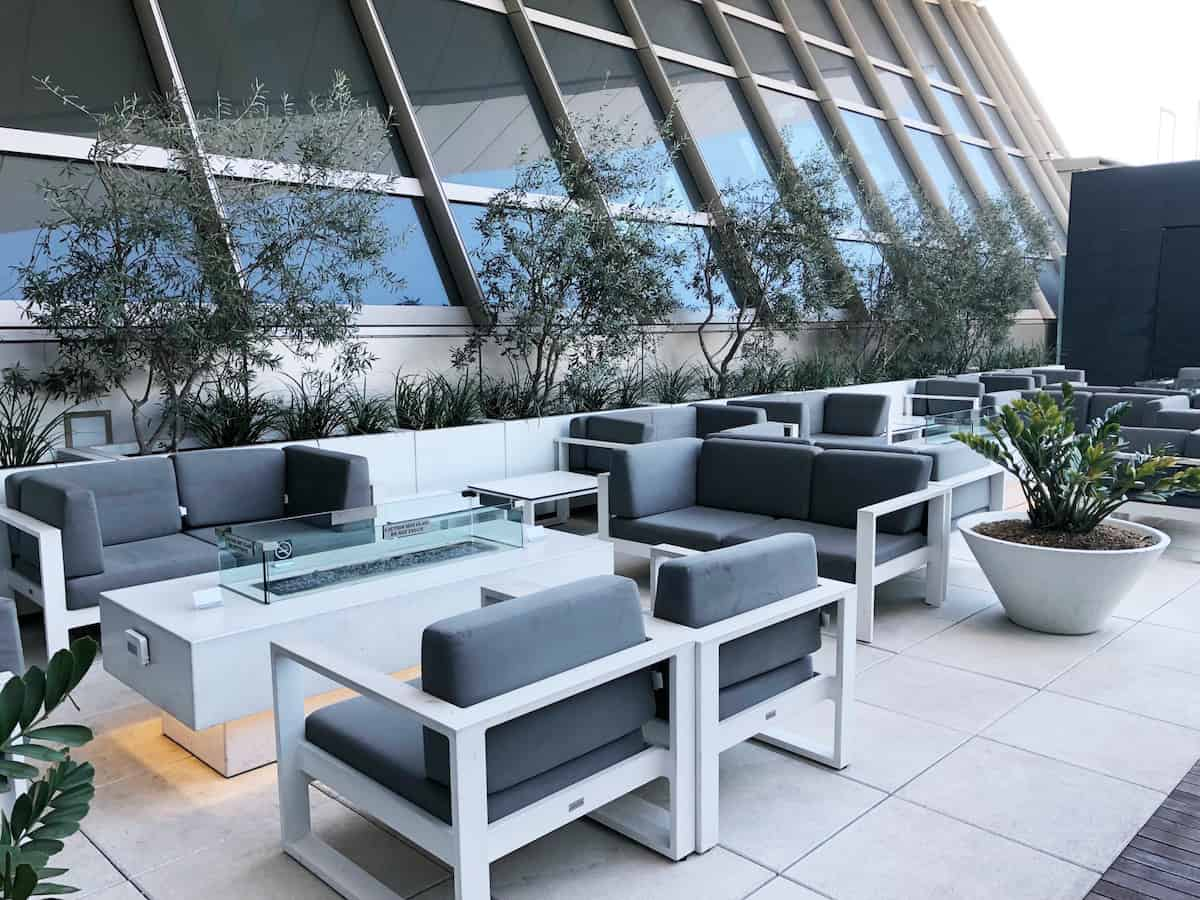 Star Alliance Business Class Lounge LAX outdoor seating fire pit