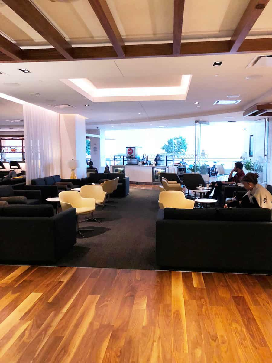 Star Alliance Business Class Lounge LAX seating