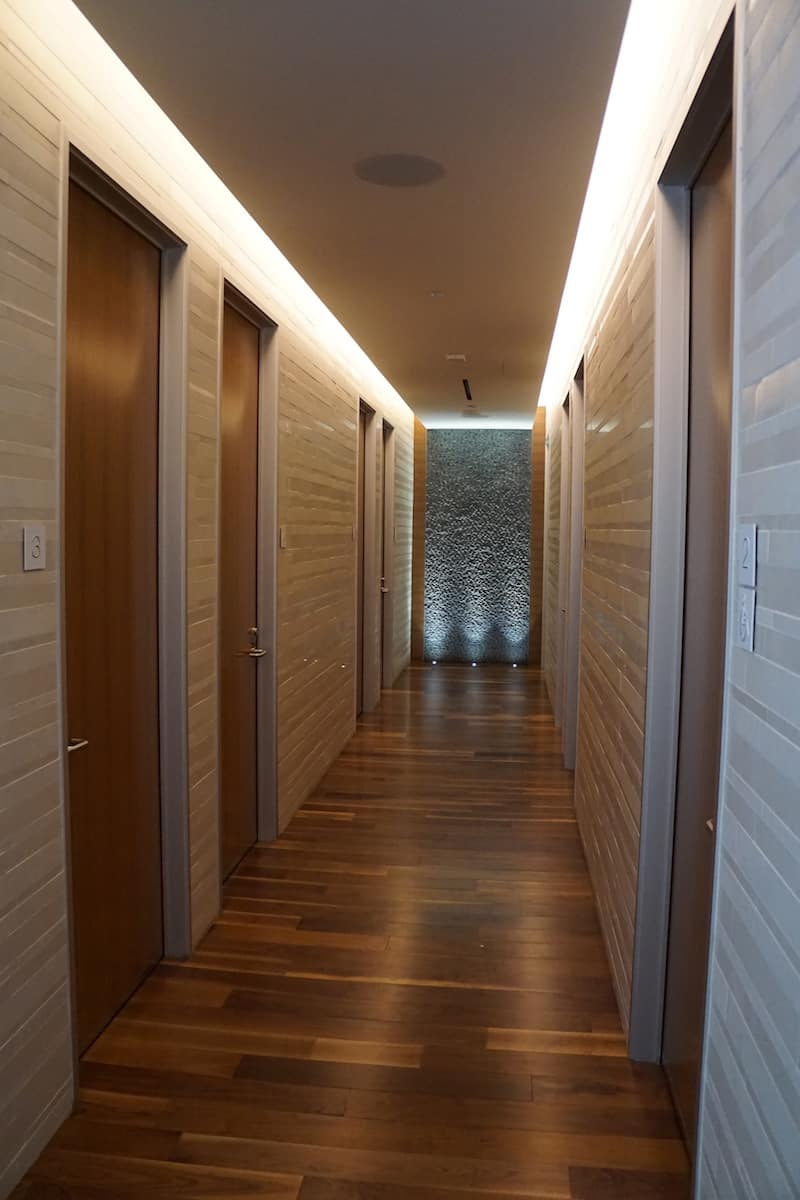 Hallway in shower suites Star Alliance Business Class Lounge LAX