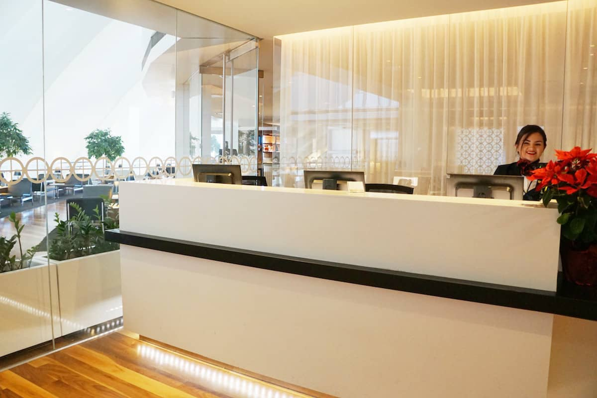 checkin desk for Star Alliance Business Class Lounge LAX