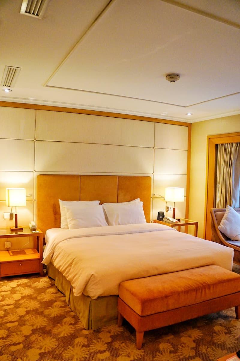 hotel room with King bed Hilton Garden Inn Hanoi