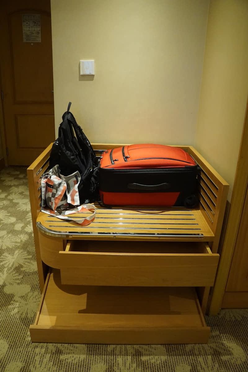 hotel room luggage rack i