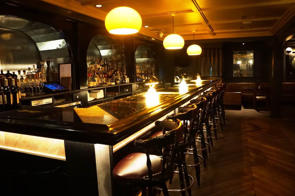 English pub bar