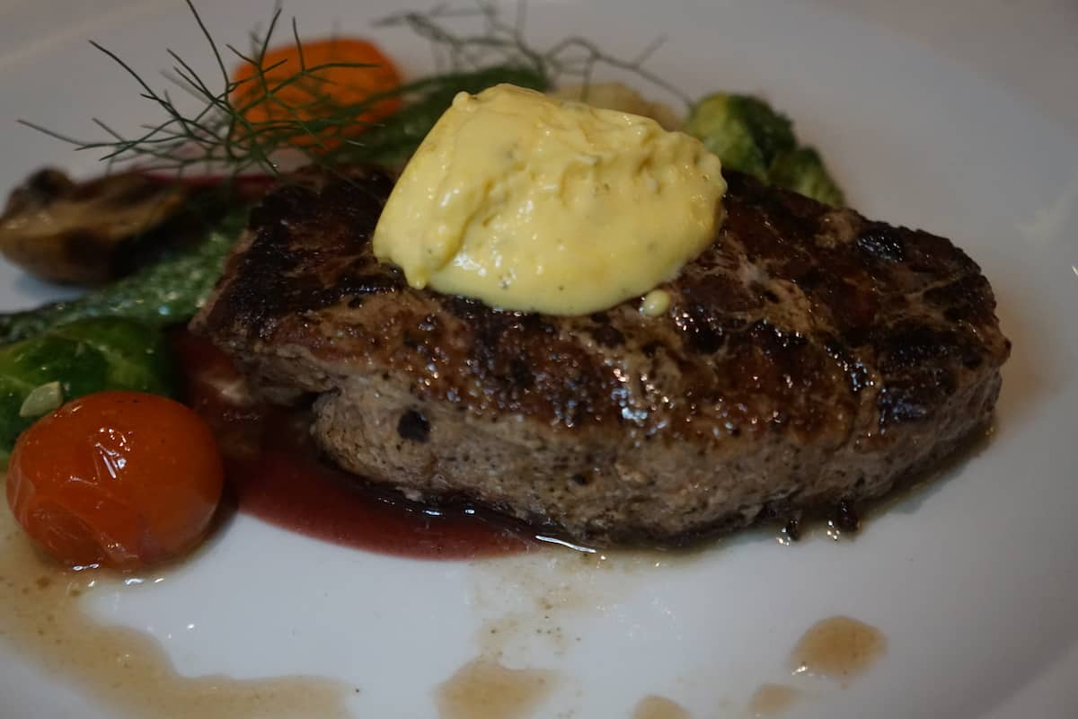 beef filet with bearnaise and vegetables