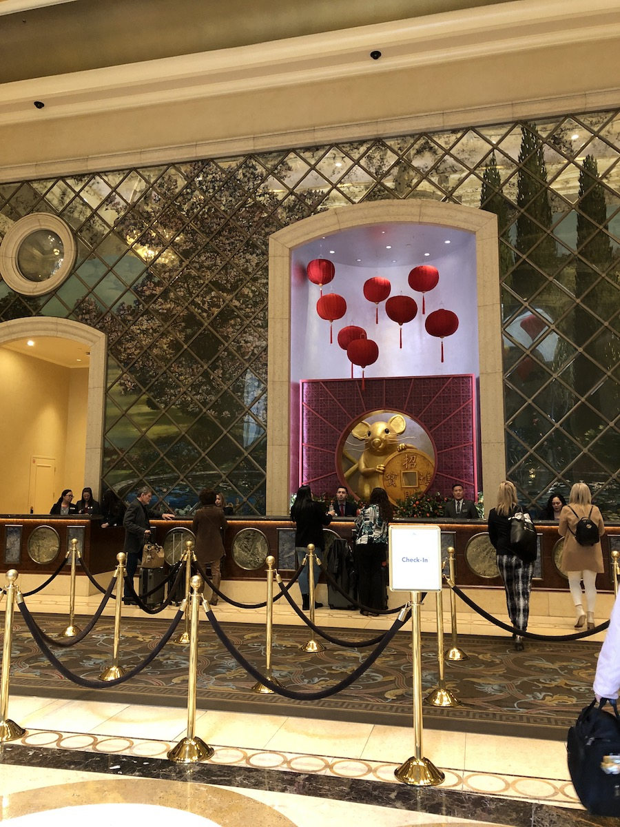 people waiting in line at palazzo las vegas hotel reception desk