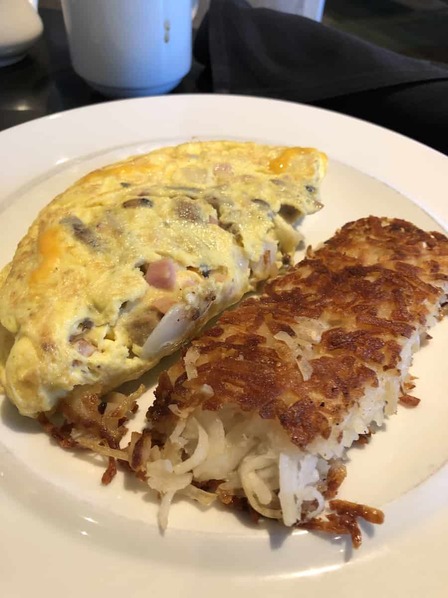 omelet and hashbrown