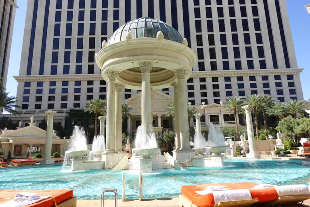 round pool with fountains in Las Vegas Caesars Palace Temple Pool