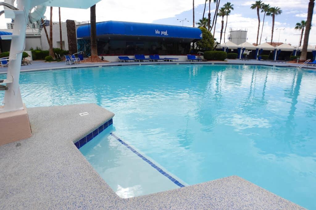 baja shelf, tanning ledge at Las Vegas hotel pool