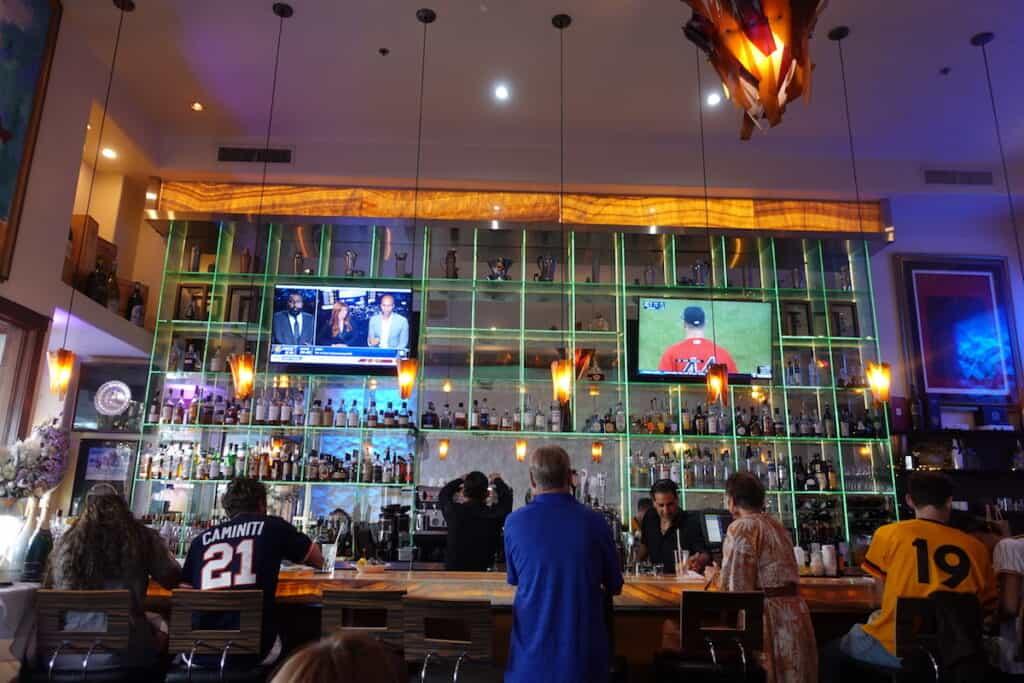 elegant cocktail bar in downtown san diego restaurant, greystone steakhouse onxy craft cocktail bar