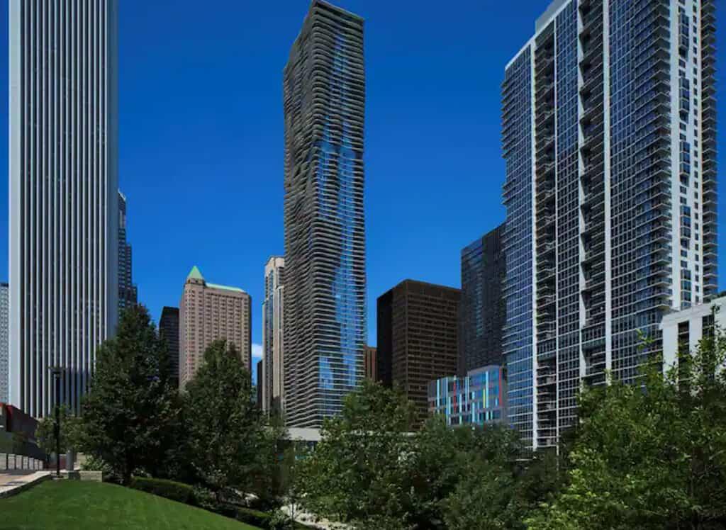 tall hotels in large city, Radisson Blu Aqua Hotel Chicago