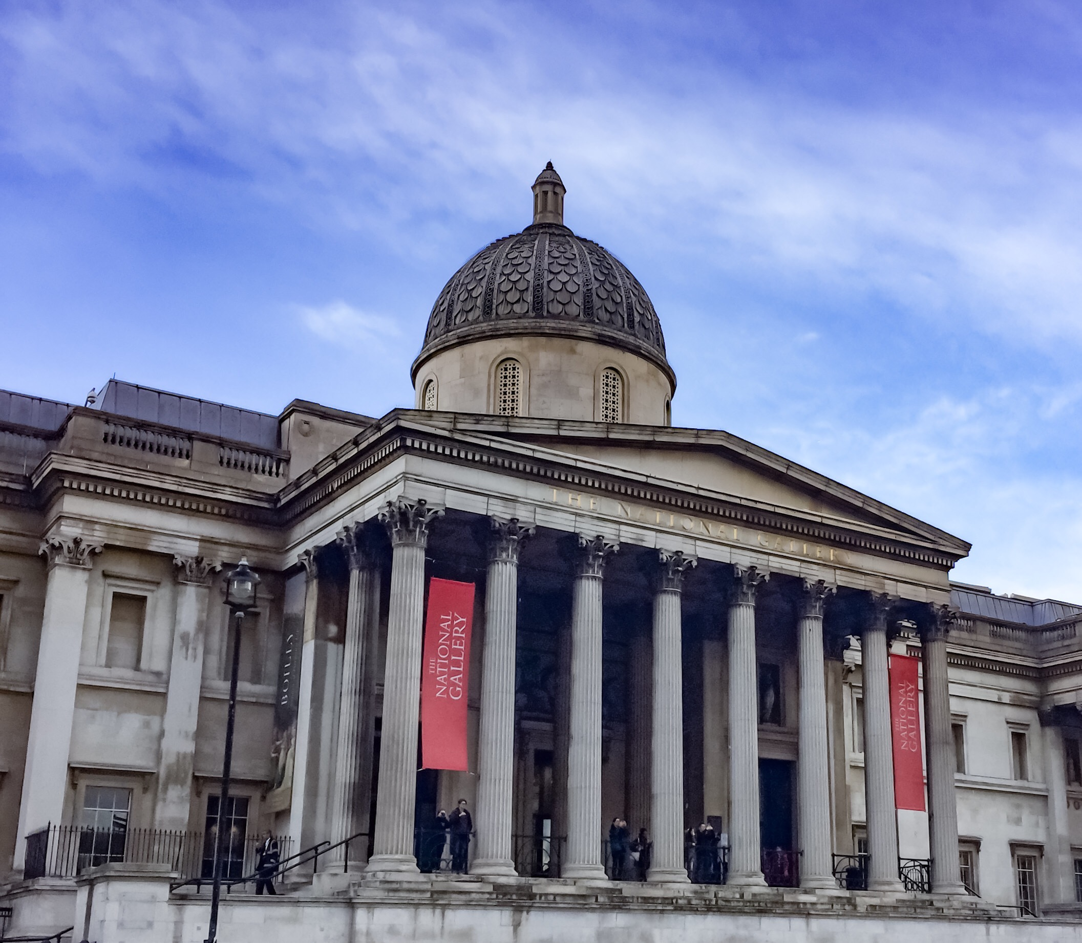 exterior view of the front of the National Gallery London